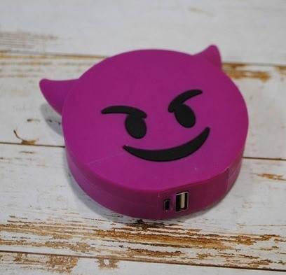 Дополнительный аккумулятор power bank злой смайл для телефона 8800 мАч