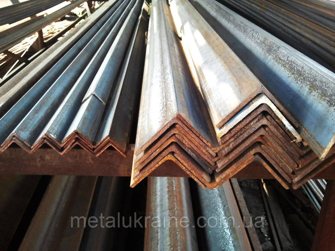 Уголок  стальной гнутый 40х25х2