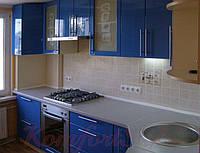 Кухня с крашеными глянцевыми фасадами №2