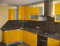 Кухня с крашеными глянцевыми фасадами №3