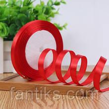 Рулон атласной ленты красного цвета