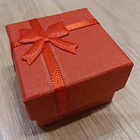 Коробочка подарочная красная