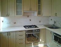 Кухня с крашеными матовыми фрезерованными фасадами №13