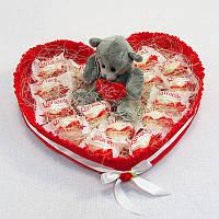 Букет из конфет Сердце из Рафаэлло с мишкой тедди