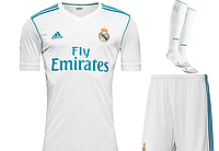 Полный комплект Реал Мадрид: футбольная форма + гетры + печать номера/имени