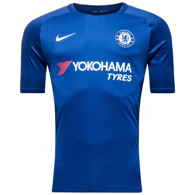 В состав комплекта входят  футболка с короткими рукавами, шорты, гетры.  Футболка и шорты выполнены в синем цвете с монохромными эмблемами клуба и  логотипом ... 7b504ff8a8e