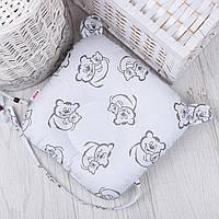 """Подушка для новорожденных с держателем для пустышки """"Серые мишки на белом"""""""