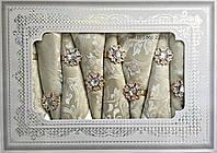 Золотистая скатерть с салфетками в подарочной коробке 150х220см АРТ-082148