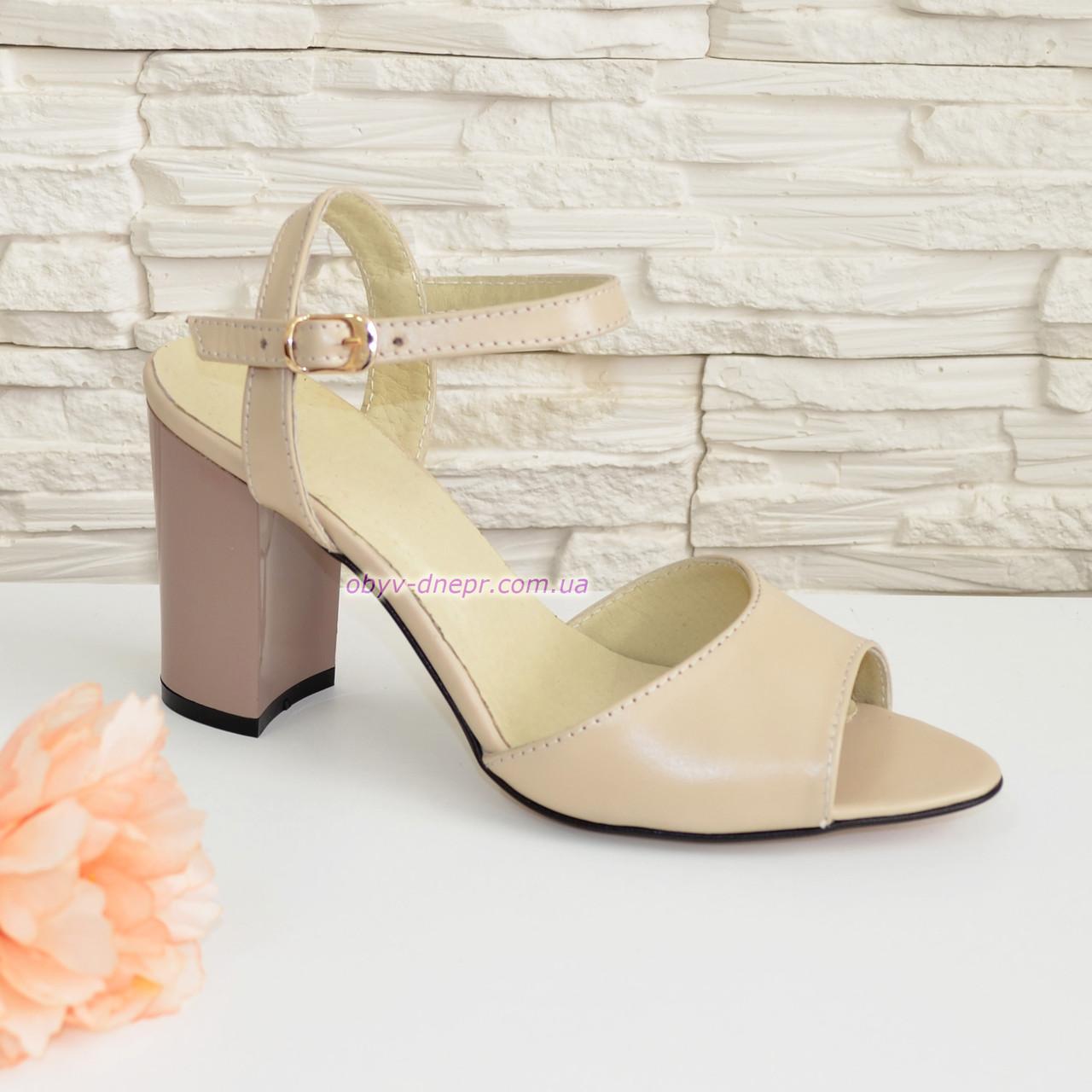 Женские кожаные босоножки на устойчивом каблуке, цвет бежевый.