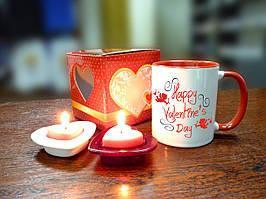 Чашка до дня Святого Валентина в подарунковій упаковці.