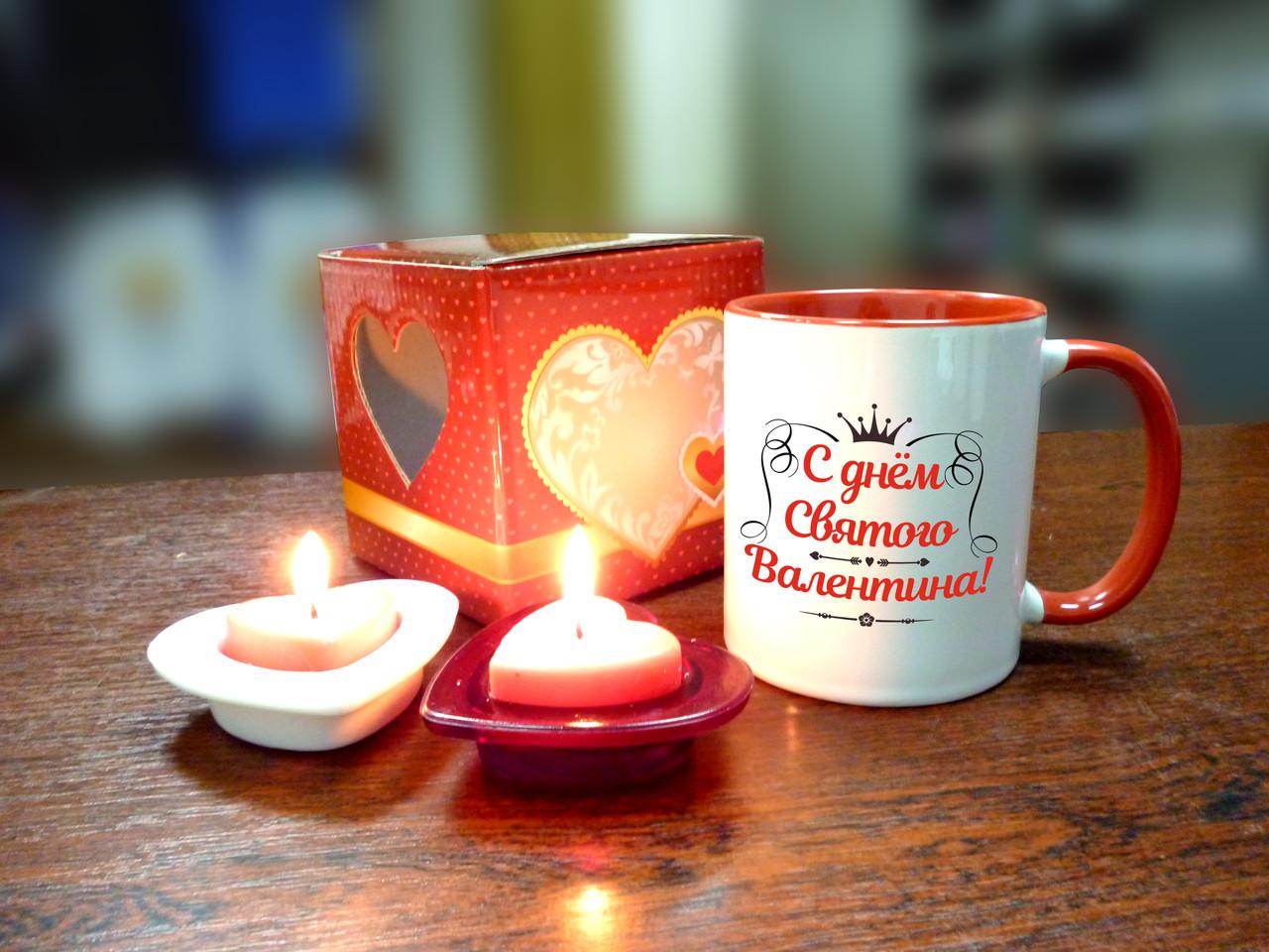 Чашка ко дню Святого Валентина в подарочной упаковке.