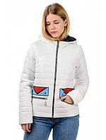 Женская  демисезонная куртка с яркой нашивкой