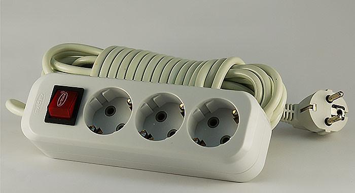 Удлинитель 3 розетки с выключателем с заземлением 10м SVITTEX SV-011-10