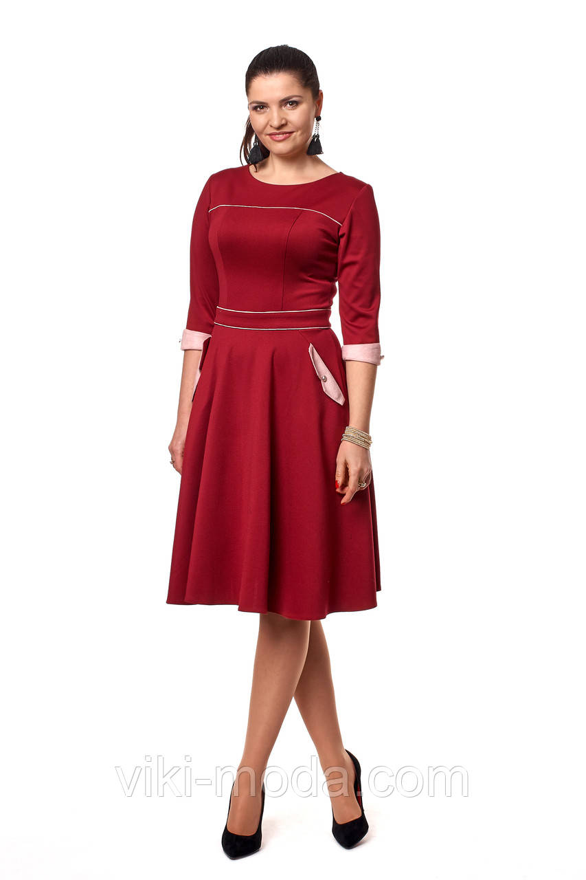 Стильное платье длины миди