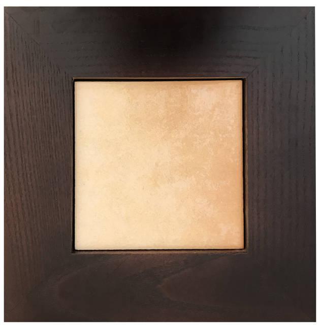 Плитка мраморная в деревянной рамке