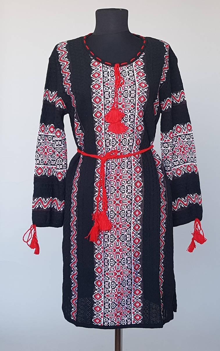 Туника- вышиванка женская вязанная черного цвета