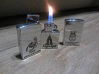 Сувенирная газовая зажигалка наподобие зиппо с надписями для мужского коллектива