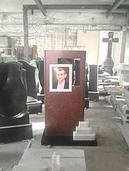 Памятник из гранита и мрамора со ступеньками и фото керамикой № 11