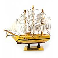 Сувенир корабль из дерева