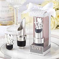 Подарки гостям на свадьбе - заглушка для бутылки Love