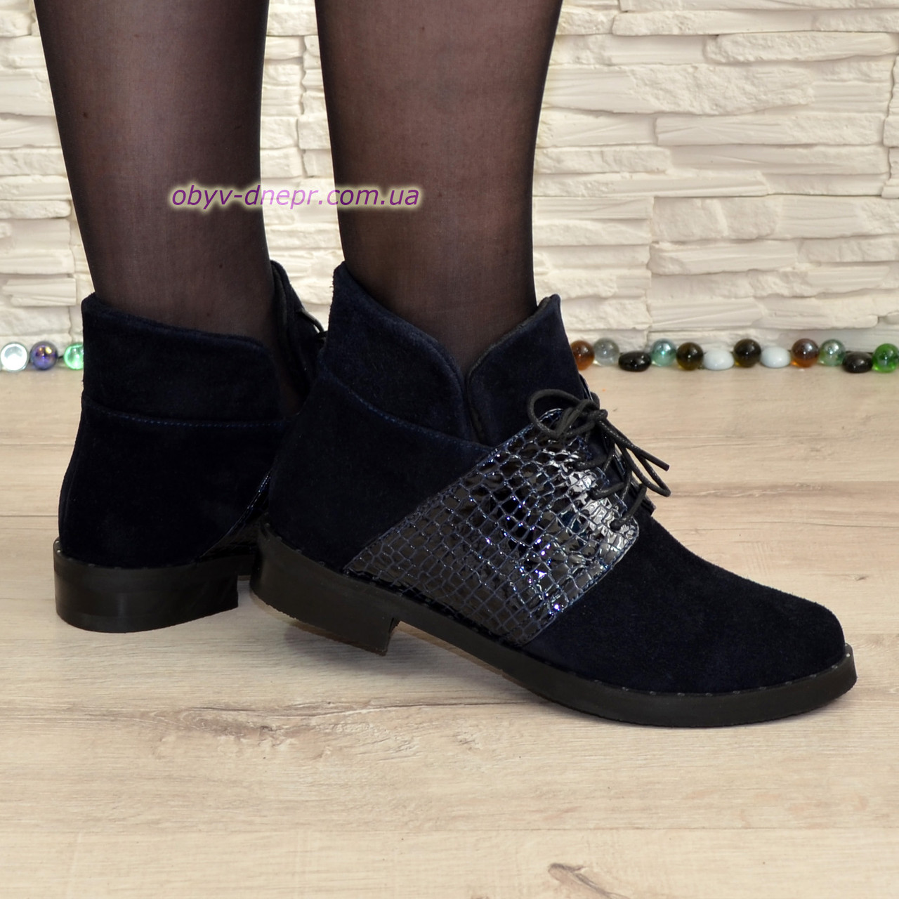 Ботинки женские   синие на невысоком каблуке