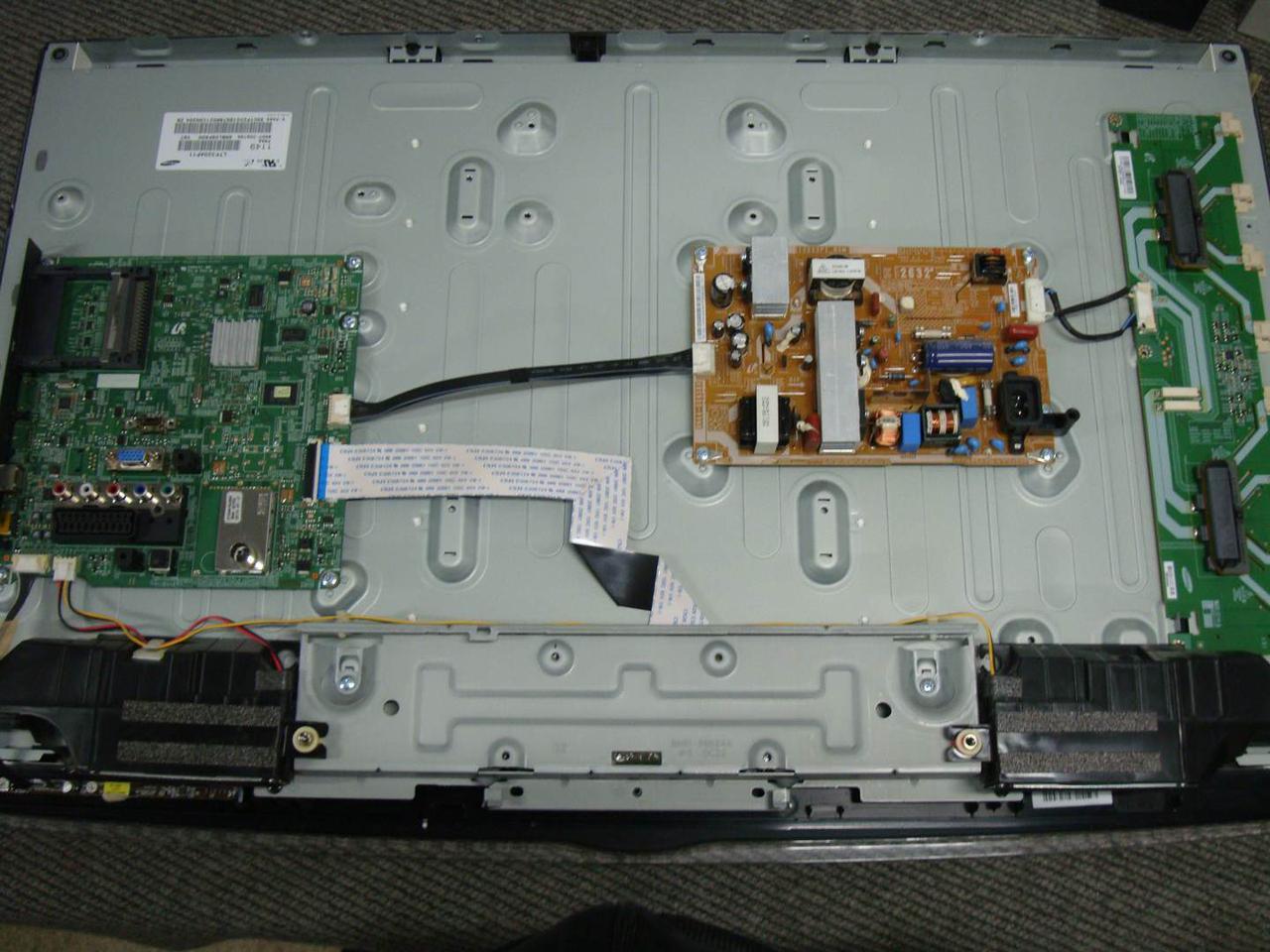 Запчасти к телевизору Samsung LE32D451G3W (BN44-00438A, 32AP11S4LV1.1, BN96-12469Q, SST320_4UA01, BN96-17614E)