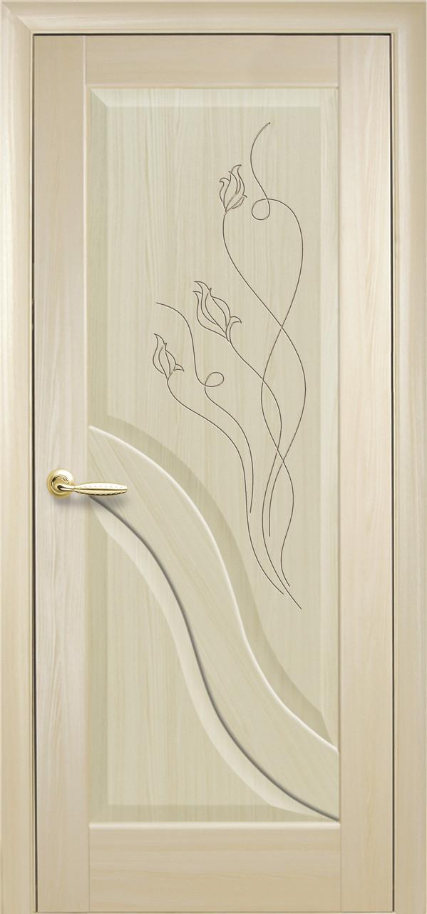 Дверное полотно Амата глухое с гравировкой (Ясень / ПВХ DeLuxe)