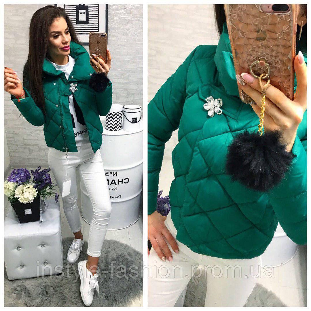 ad4a19115ed ... Женская короткая куртка с брошкой ткань плащевка наполнитель холофайбер  зеленая