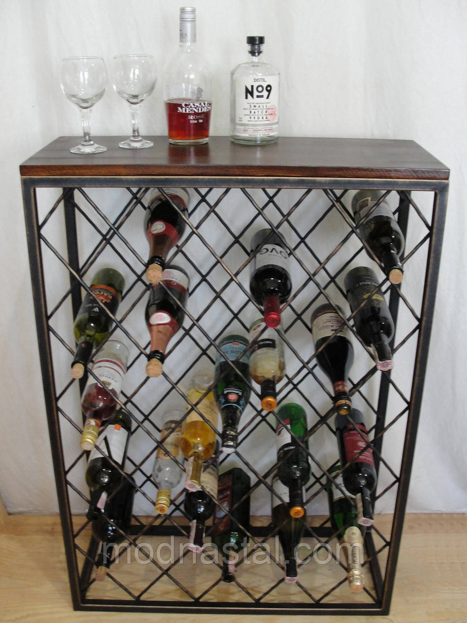 Стол-стелаж для хранения вина 131-45