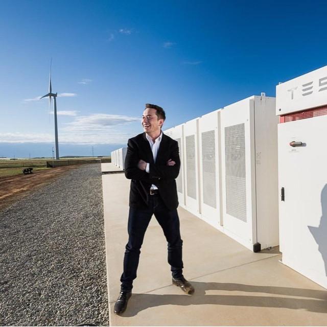 Илон Маск на спор построил крупнейшее в мире энергохранилище за 100 дней