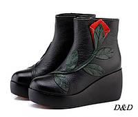 Женские зимние ботинки из натуральной кожи на танкетке черные, фото 1