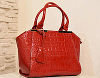 Брендовая женская сумка красного цвета под крокодила из эко-кожи