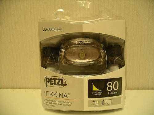Компактный налобный фонарь PETZL TIKKINA для ближнего света