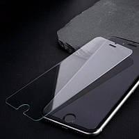 Переднее защитное стекло на iPhone SE .