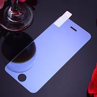 Переднее защитное стекло на iPhone 7 Plus.