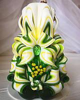 Свеча ручной работы - резная с мимозой, ярких цветов, подарочная, 12 см высотой