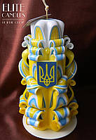Резная свеча 17 см высотой,в цвете флага Украины с гербом