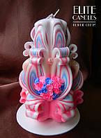Красивая  резная свеча в подарок с сердечком из цветов