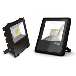 Различия во внешнем виде уличных светодиодных прожекторов на 30 Вт с SMD и COB матрицами