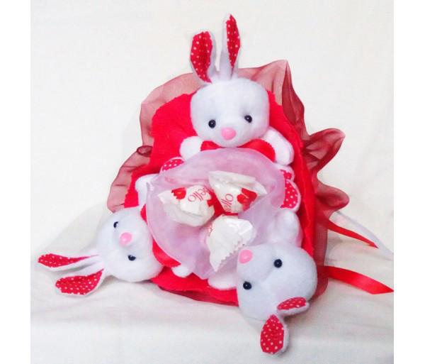 Букет из игрушек Зайки 3 с рафаэлло красный