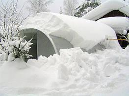 Нужен ли снег в теплицу и зачем?