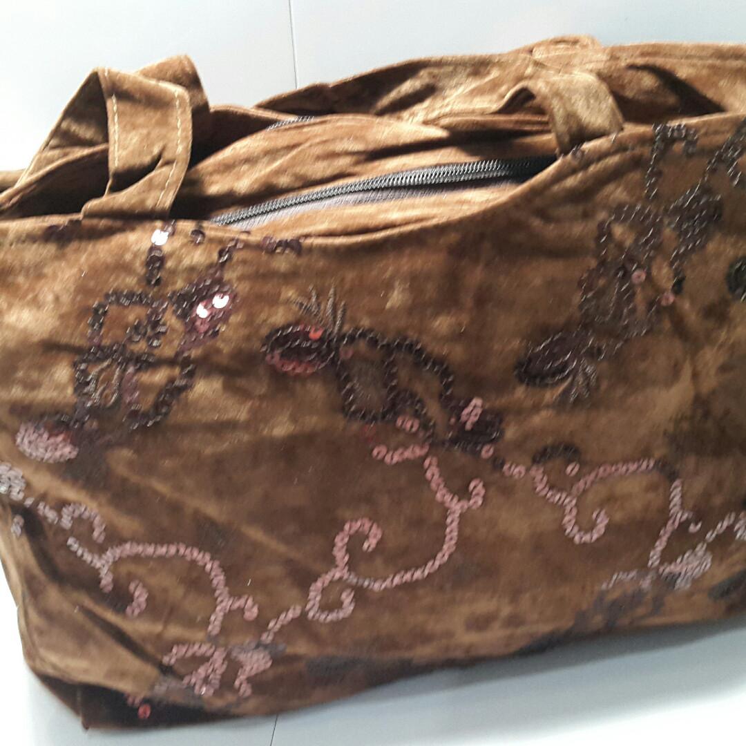 Вместительная коричневая женская сумка 24х36 см