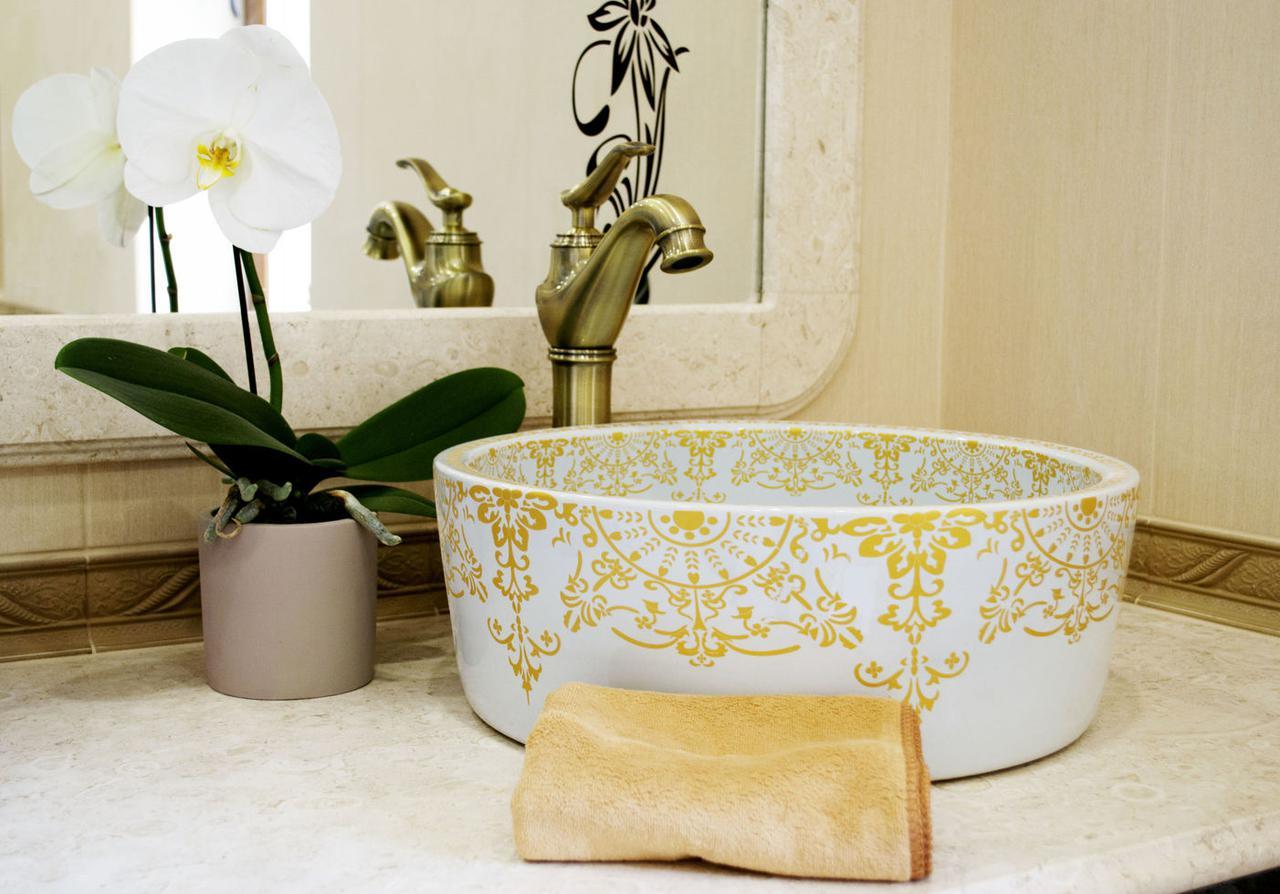 Декоративная накладная чаша (умывальник) белая с золотым орнаментом, круглая, круглая, Ametist 00269