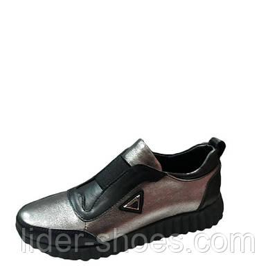 Женские кроссовки серебристые