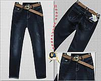 Модные женские джинсы баталы Cudi с потёртостями и ремнём