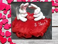 Валентинка сердечко подушка с зайцами