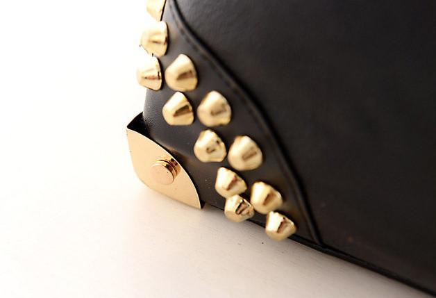 4f5f17a899cb Женская сумка саквояж с заклепками черная, цена 620 грн., купить в  Каменском — Prom.ua (ID#653685469)