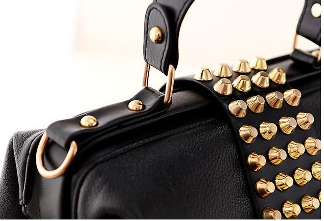 3712544673eb Женская сумка саквояж с заклепками черная: продажа, цена в Украине ...