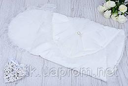 Нарядный конверт для новорожденного с тюлевым бантом и брошью