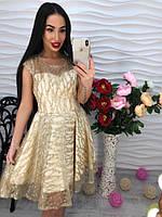 Потрясающее платье украшенное аппликацией из стразами